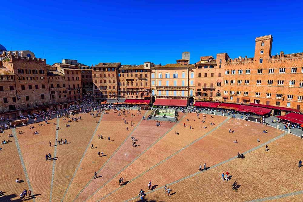 Italian-Limousine-Service-01-Siena-Piazza-del-Campo